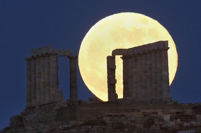 Когато гърците останат сами с реалността