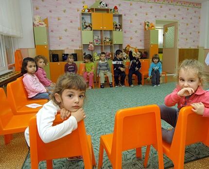 15 671 деца в София останаха без място  в общинските ясли и градини