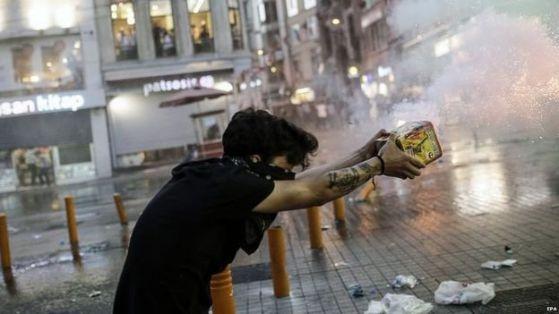 Протести заляха Турция след терористичния акт в Суруч