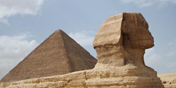 Пирамидата на прокуратурата и Сфинксът