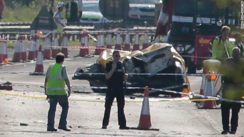 Самолет се разби по време на авиошоу в Англия