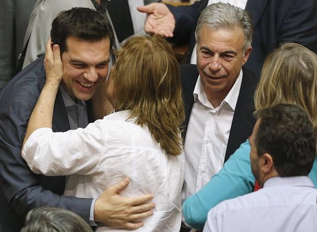 Парламентът в Атина гласува за новия спасителен план