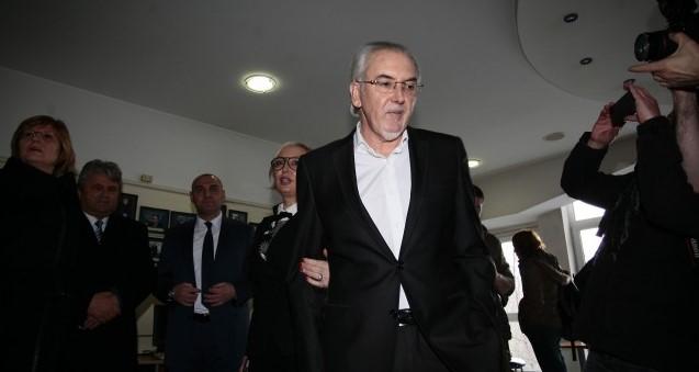 Лютви Местан: Пътят на ДПС към властта минава през дясното