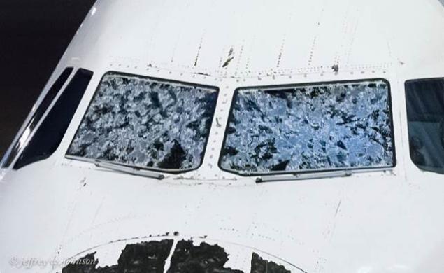 Полет на Делта попадна в тежка буря