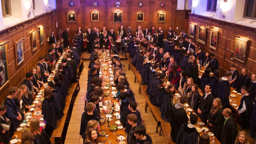 Кеймбридж скъсва с една от традициите си
