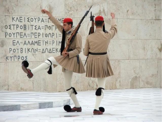 Бивши гръцки военни призовават към спокойствие