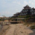 """След обществен натиск: охранителите вече допускат и простосмъртни до плажа на """"Летния Догансарай"""""""