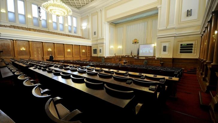 Депутатите отказаха да одобряват образователните стандарти