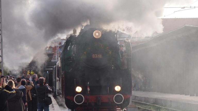 БДЖ чака държавна подкрепа или спира влаковете и фалира