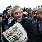 Турски съд остави в ареста деветима журналисти