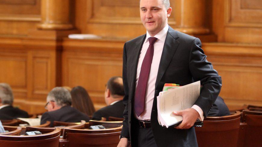 Горанов чертае мрачна картина, ако не мине бюджетът