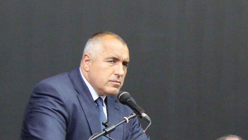 Борисов продължава с политическото изнудване и през изборния ден
