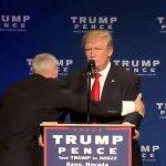 Сикрет сървиз свали Тръмп от подиума по време на предизборна проява в Рино, Невада