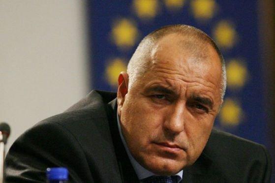 Бойко Борисов се опитва и за в бъдеще да натовари институциите със себе си