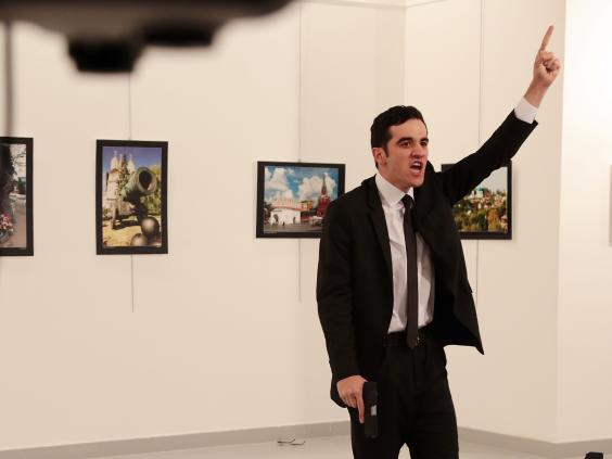Руският посланик в Анкара бе застрелян