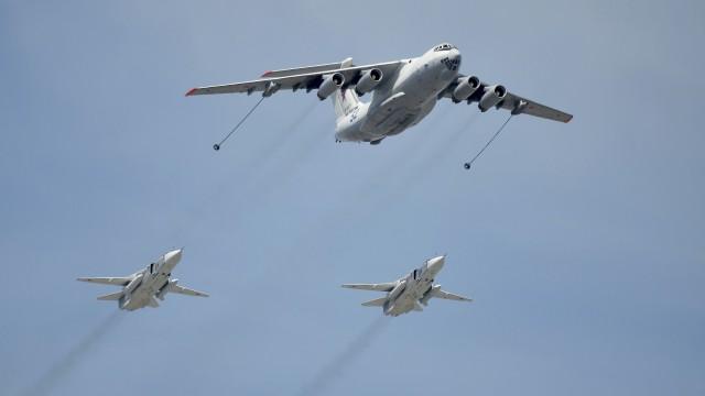 Руски самолети са прелетели опасно над американски боен кораб в Черно море