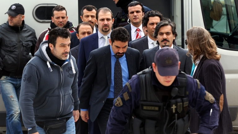 epa05752065 Greek police officers escort Turkish military officers, accused by the Turkish Government of participating in the country's foiled coup attempt in July 2016, out of the Supreme Court in Athens, Greece, 26 January 2017. Supreme Court prosecutors recommended the rejection of Turkey's extradition request as the evidence provided by the neighbouring country's authorities were 'vague'.  EPA/ORESTIS PANAGIOTOU