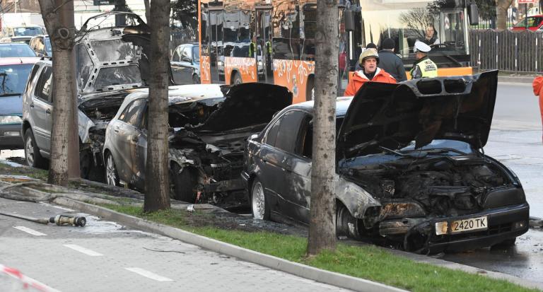 запалени коли
