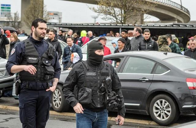 """Нападателят от летище """"Орли"""" е бил наблюдаван от разузнаването"""