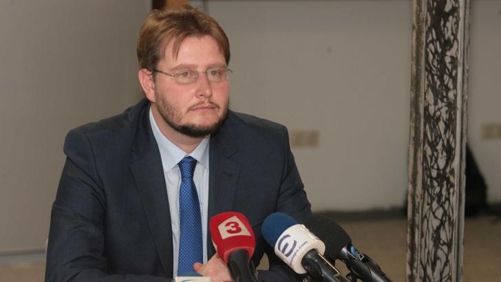 Службите проверяват сигнал срещу министър Седларски