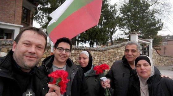 Протест пред президентството в подкрепа на отец Кортези