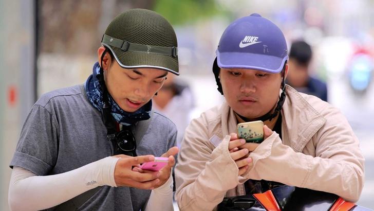 Наклонът, под който държим телефоните си, може да помогне на хакерите