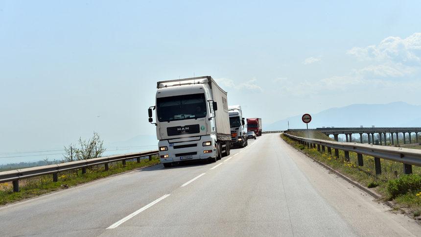 Без тежкотоварни камиони по магистралите от 16 до 20 ч.
