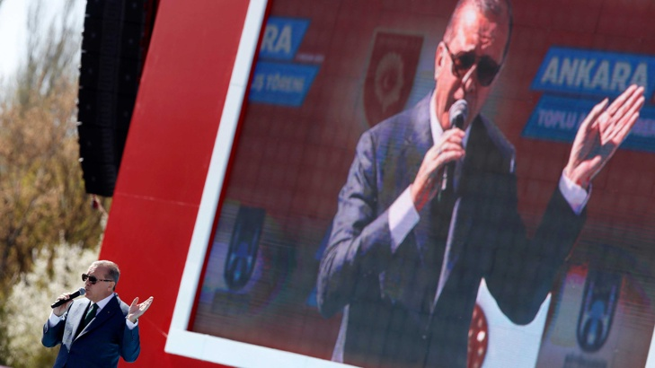 Ердоган представя референдума като война между кръста и полумесеца