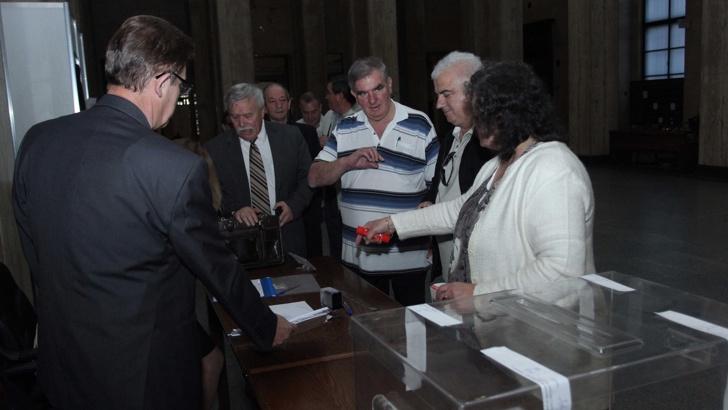Започна избор на член на ВСС от квотата на следователите