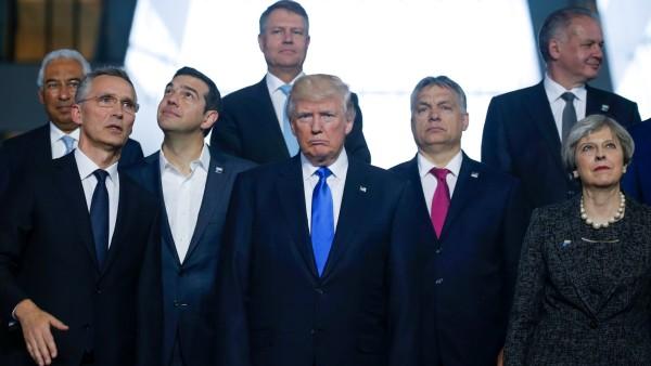 Тръмп грубо избута колегата си Душко Маркович (видео)