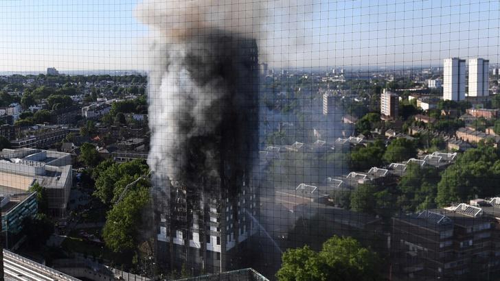 Гренфел тауър в Лондон изгоря като факла, има загинали