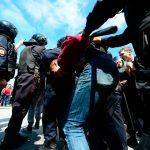Задържаха десетки противници на Кремъл