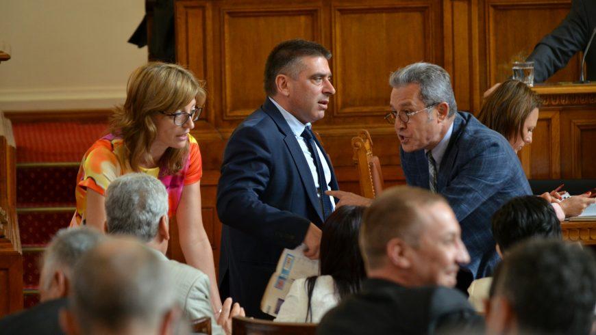 ГЕРБ прокараха набързо лобистки закон в полза на Домусчиев и Пеевски