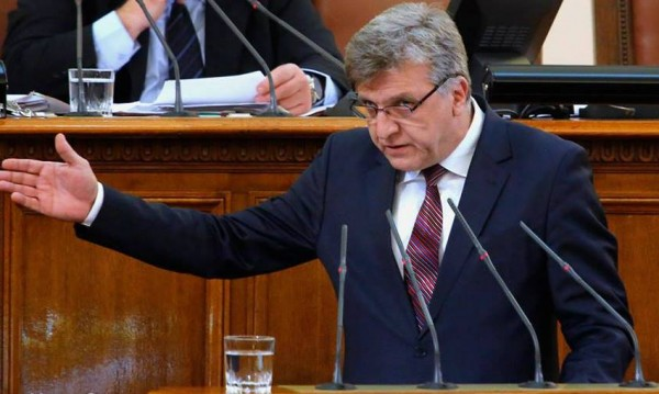 Цацаров поиска имунитета на двама депутати