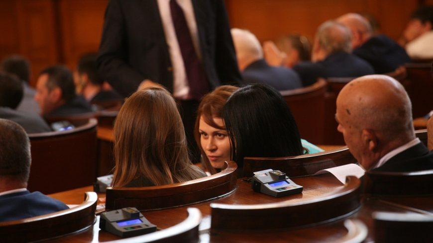 Със спорове и обвинения в лобизъм депутатите обсъдиха F-16