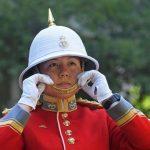 Първата жена, командвала караула пред Бъкингамския дворец