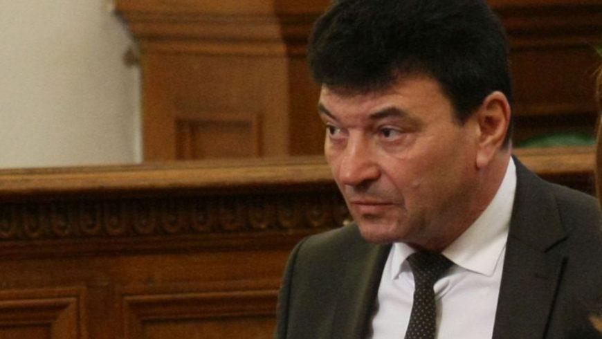 Депутатът със суджуците беше обвинен в шест престъпления