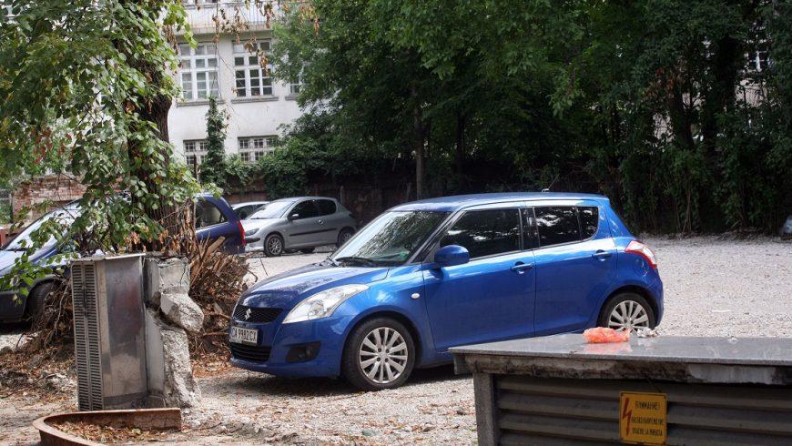 На мястото на Двойната къща вече има паркинг