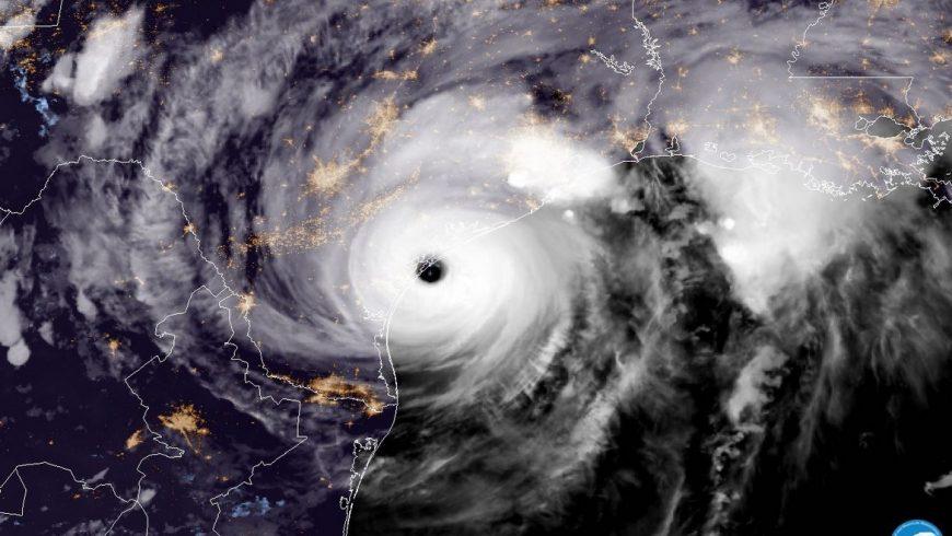 """Ураганът """"Харви"""" парализира Хюстън"""