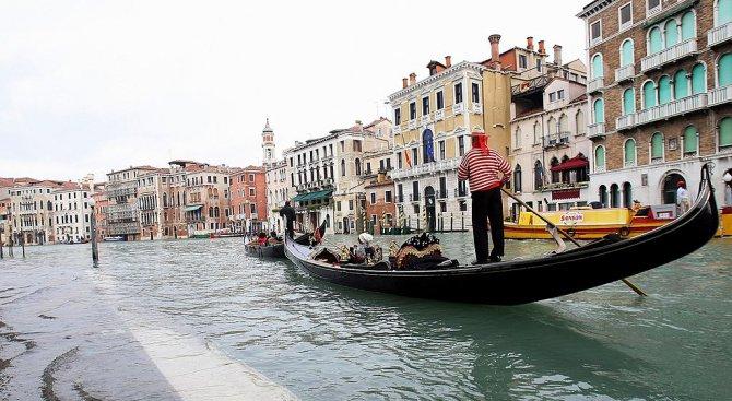 Венеция ще глобява невъзпитаните туристи