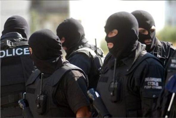 Арестувани са 8 души при спецакция
