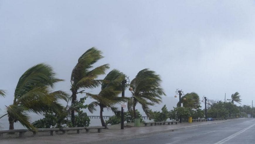 Евакуират милиони във Флорида заради урагани