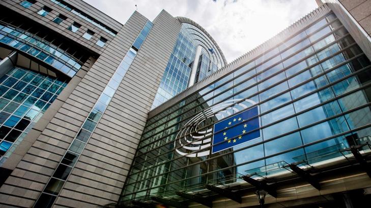 Евробарометър: 55% от българите подкрепят членството в ЕС