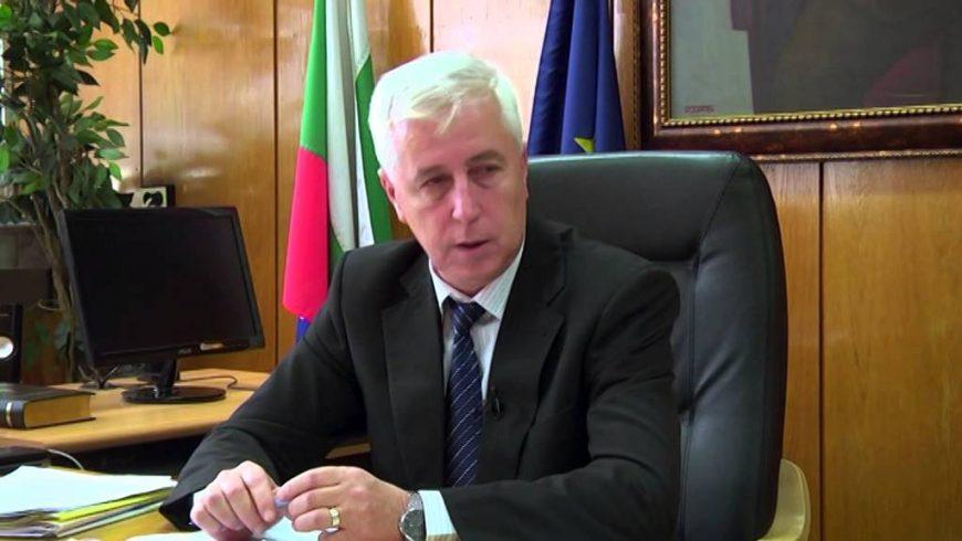 Здравният министър проф. Николай Петров подаде оставка
