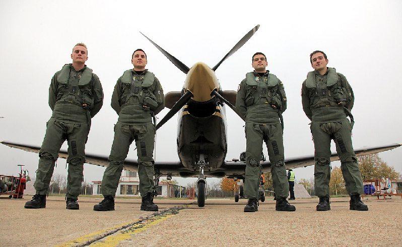 Военните пилоти са отказали да летят