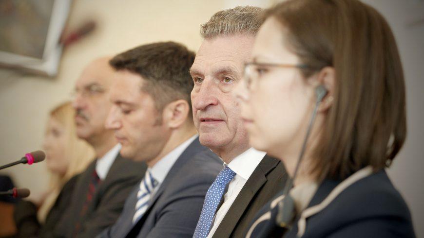 Йотингер: Трябва да подкрепяме България