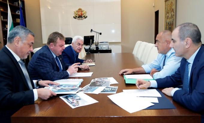Как ГЕРБ, патриотите и Пеевски решиха да се сборят с приватизацията
