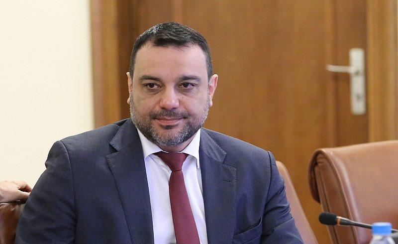 Московски отива в Черноморската банка, парламентът прие оставката му