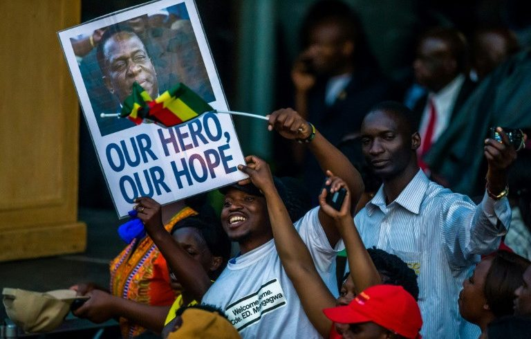 """Бившата """"дясна ръка"""" на Мугабе е новият президент на Зимбабве"""