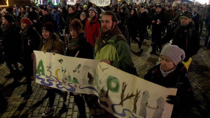 Хиляди протестираха в защита на Пирин